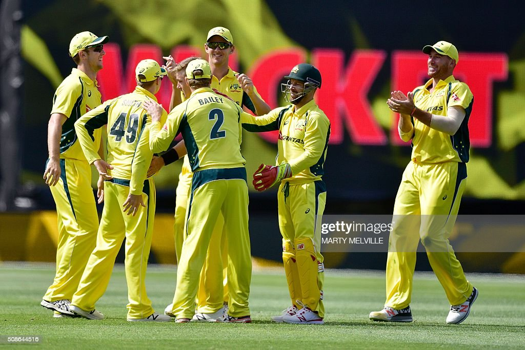 Australian players celebrate Kane Williamson of New Zealand being caught during the 2nd one-day international cricket match between New Zealand and Australia at Westpac Stadium in Wellington on February 6, 2016. AFP PHOTO / MARTY MELVILLE / AFP / Marty Melville