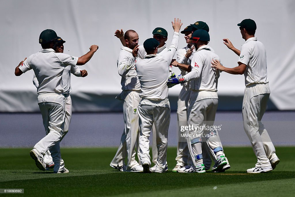 Australian players celebrates taking the catch of New Zealand's Martin Guptill during day three of the first cricket Test match between New Zealand and Australia at the Basin Reserve in Wellington on February 14, 2016. AFP PHOTO / MARTY MELVILLE / AFP / Marty Melville
