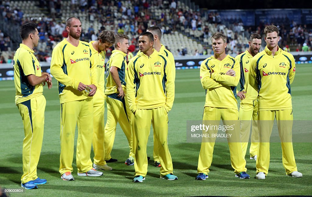 Australian players looks on after their defeat in the third one-day international cricket match between New Zealand and Australia at Seddon Park in Hamilton on February 8, 2016. AFP PHOTO / MICHAEL BRADLEY / AFP / MICHAEL BRADLEY