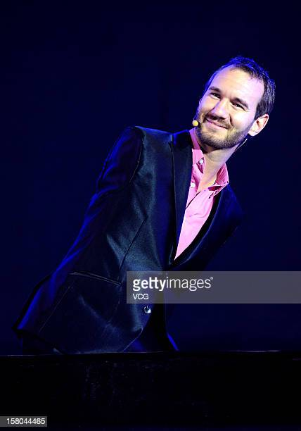 Australian preacher and motivational speaker Nick Vujicic speaks to an audience during his public lecture at Zhengzhou International Convention and...