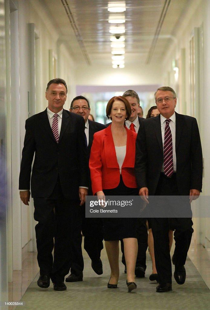 Gillard Defeats Rudd In Leadership Battle