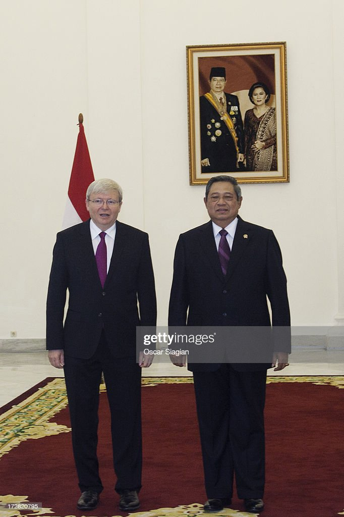 Australian Prime Minister <a gi-track='captionPersonalityLinkClicked' href=/galleries/search?phrase=Kevin+Rudd&family=editorial&specificpeople=707751 ng-click='$event.stopPropagation()'>Kevin Rudd</a> and Indonesian President <a gi-track='captionPersonalityLinkClicked' href=/galleries/search?phrase=Susilo+Bambang+Yudhoyono&family=editorial&specificpeople=206513 ng-click='$event.stopPropagation()'>Susilo Bambang Yudhoyono</a> pose in Bogor Presidential Palace on July 5, 2013 in Jakarta, Indonesia. Australian Prime Minister <a gi-track='captionPersonalityLinkClicked' href=/galleries/search?phrase=Kevin+Rudd&family=editorial&specificpeople=707751 ng-click='$event.stopPropagation()'>Kevin Rudd</a> and Indonesian President <a gi-track='captionPersonalityLinkClicked' href=/galleries/search?phrase=Susilo+Bambang+Yudhoyono&family=editorial&specificpeople=206513 ng-click='$event.stopPropagation()'>Susilo Bambang Yudhoyono</a> are expected to discuss ways to stem the asylum seeker arrivals in Australia from Indonesia and the live cattle export trade. The trip to Jakarta is the first international visit made by <a gi-track='captionPersonalityLinkClicked' href=/galleries/search?phrase=Kevin+Rudd&family=editorial&specificpeople=707751 ng-click='$event.stopPropagation()'>Kevin Rudd</a> since he returned to the role of Prime Minister in a ballot last week.