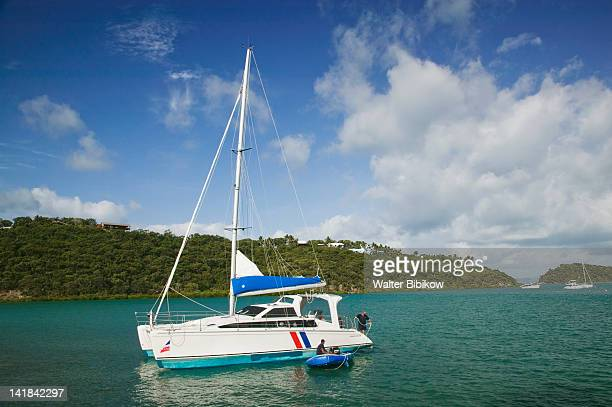 AUSTRALIA-Queensland-WHITSUNDAY COAST-Airlie Beach: Island Yacht in Shute Harbour