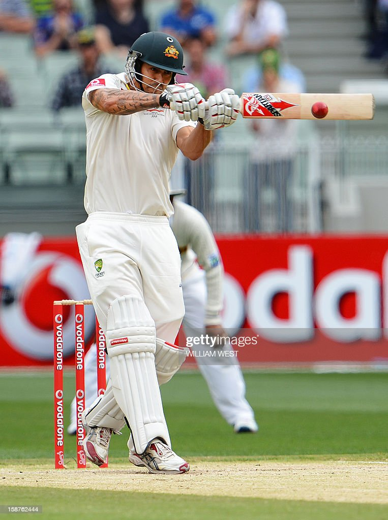 Australia's batsman Mitchell Johnson pulls a delivery against Sri Lanka on the third day of the second cricket Test match at the Melbourne Cricket Ground (MCG) on December 28, 2012. AFP PHOTO/William WEST USE