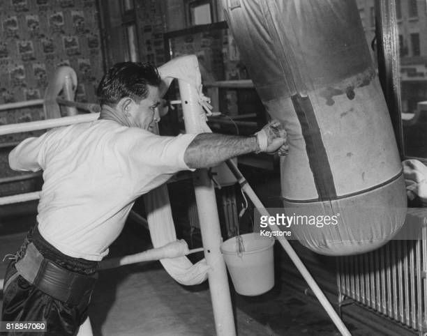 Australia's British Empire welterweight champion George Barnes trains at the Thomas A Beckett Gymnasium in Old Kent Road London UK 29th April 1960 He...