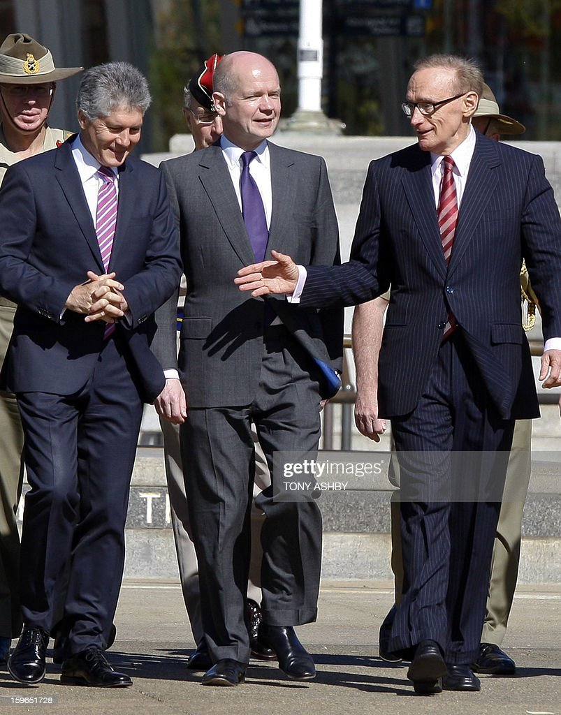 Australia's Defence Minister Stephen Smith (L), Britain's Foreign Secretary William Hague (C) and Australia's Foreign Minister Bob Carr (R) walk to attend a wreath-laying at Perth's Kings Park War Memorial before the commencement of the Australia-UK Ministerial Consultations (AUKMIN) in Perth on January 18, 2013. The event is an annual day-long summit between British ministers and their Australian counterparts. AFP PHOTO / Tony ASHBY