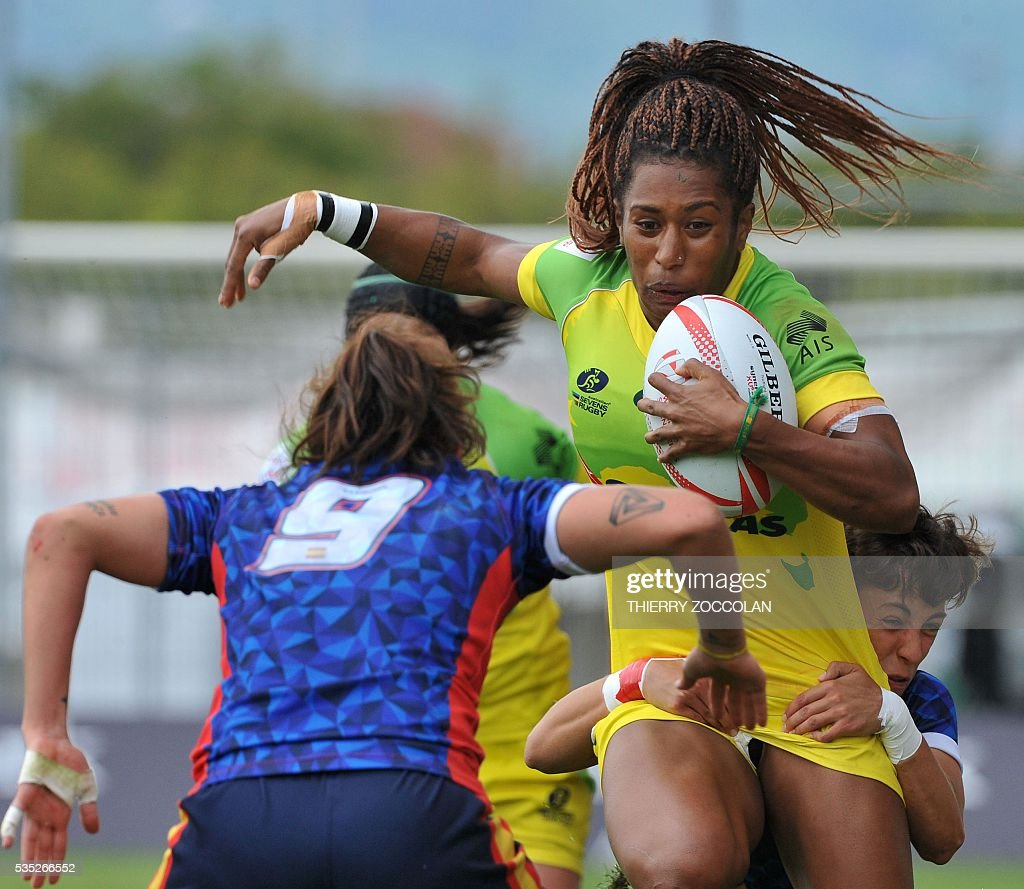 Australia's Ellia Green (R) runs with the ball during the HSBC World Rugby Women's Sevens Series match between Australia and Spain on May 29, 2016 at the Gabriel Montpied stadium in Clermont-Ferrand, central France, on May 29, 2016.