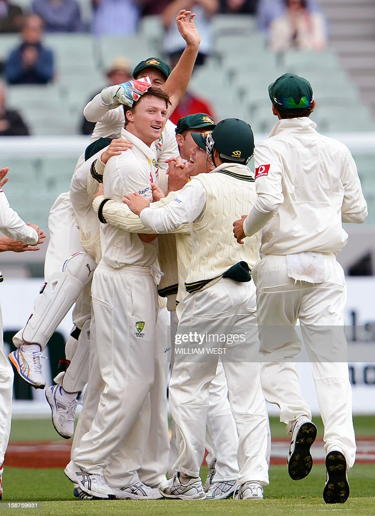 Australia's fast bowler Jackson Bird (L) is congratulated by teammates after dismissing Sri Lanka's batsman Thilan Samaraweera on the third day of the second cricket Test match at the Melbourne Cricket Ground (MCG) on December 28, 2012. AFP PHOTO/William WEST USE