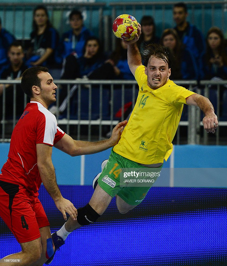 Australia's left wing Mitchell Hedges (R) shoots past Egypt's left wing Omar Elsweidy during the 23rd Men's Handball World Championships preliminary round Group D match Egypt vs Australia at the Caja Magica in Madrid on January 19, 2013. Egypt won 39-14.
