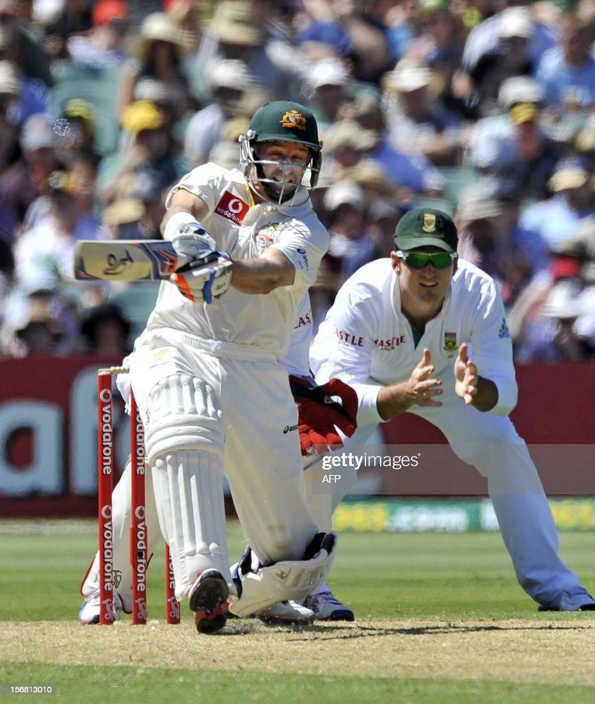 Australia's Mike Hussey (L) bats against South Africa on the first day of the second cricket Test match at the Adelaide Oval on November 22, 2012. AFP PHOTO/David Mariuz IMAGE