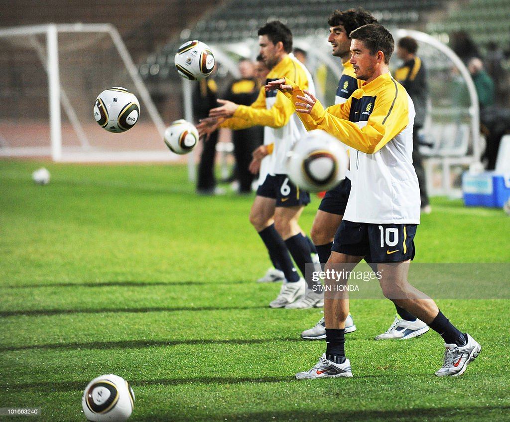 Australia's national football team's striker Harry Kewell (R) takes part in a team training session ahead of the start of the 2010 World Cup on June 6, 2010 in Roodepoort.