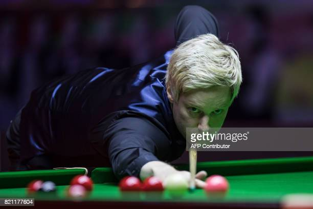 Australia's Neil Robertson plays a shot during the final of the Hong Kong Masters snooker tournament on July 23 2017 / AFP PHOTO / DALE DE LA REY