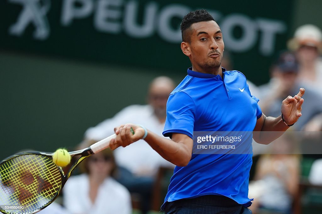 Australia's Nick Kyrgios returns the ball to France's Richard Gasquet during their men's third round match at the Roland Garros 2016 French Tennis Open in Paris on May 27, 2016. / AFP / Eric FEFERBERG