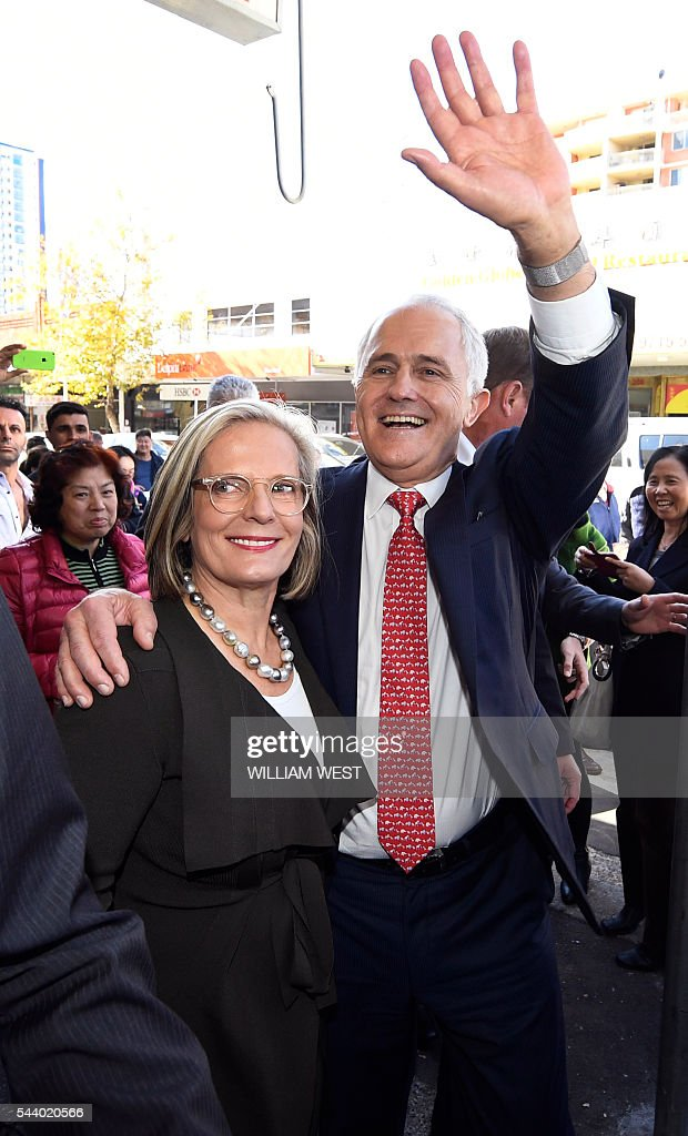 Australia's Prime Minister Malcolm Turnbull (R) and wife Lucy (L) wave to the locals during a street walk in Sydney on July 1, 2016, as Australia's leaders make last-gasp pitches to wow voters with polls on the eve of elections pointing to a cliffhanger. Liberal Turnbull and Labor opposition leader Bill Shorten both opted to campaign in Sydney on their final day on the hustings as a poll in The Sydney Morning Herald showed them locked in a dead heat on a two-party basis. / AFP / WILLIAM