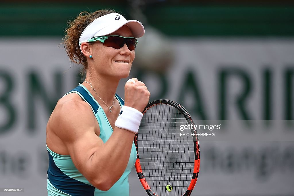Australia's Samantha Stosur reacts after winning a point during her women's third round match against Czech Republic's Lucie Safarova at the Roland Garros 2016 French Tennis Open in Paris on May 27, 2016. / AFP / Eric FEFERBERG