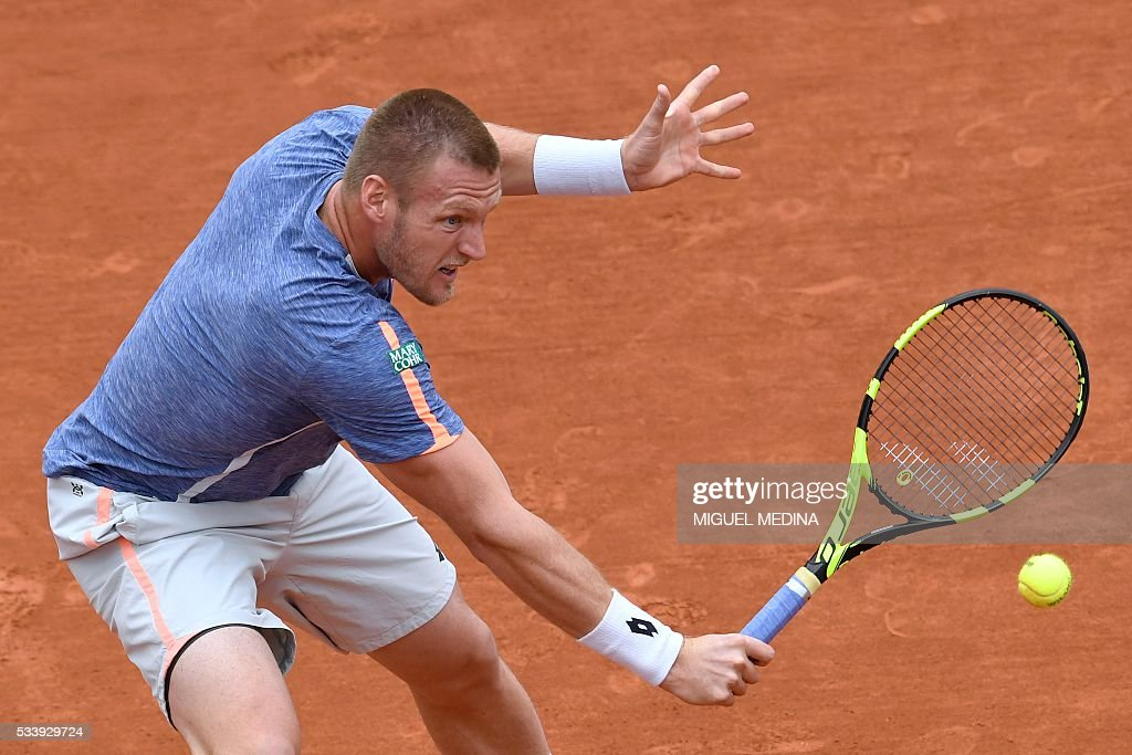 Australia's Samuel Groth serves the ball to Spain's Rafael Nadal during their men's first round match at the Roland Garros 2016 French Tennis Open in Paris on May 24, 2016. / AFP / MIGUEL