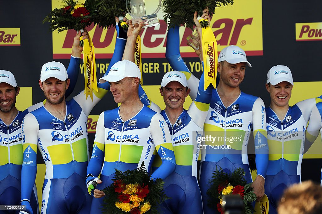 Australia's Simon Gerrans (3rd L) celebrates with his teammates after they won the 25 km team time-trial and fourth stage of the 100th edition of the Tour de France cycling race on July 2, 2013 around Nice, southeastern France. AFP PHOTO / JEFF PACHOUD
