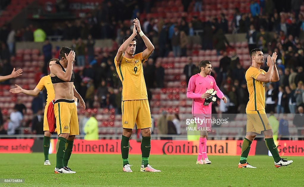 Australia's Tomi Juric (3rd R) applauds after the final whistle of the friendly football match between England and Australia at the Stadium of Light in Sunderland, north east England, on May 27, 2016. / AFP / PAUL