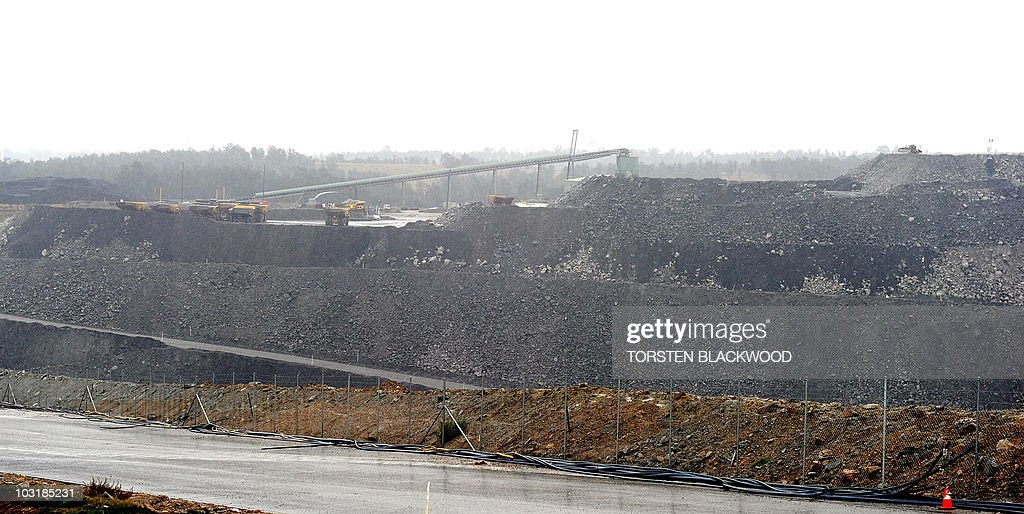 AustraliavoteclimatewarmingFOCUS by Amy Coopes Heavy rain drenches the Ashton colliery near Ravensworth in the Hunter Valley on July 28 2010 As...