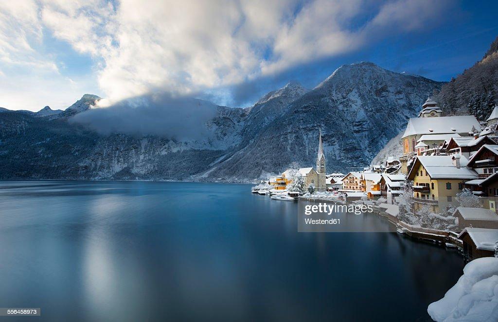 Austria, Salzkammergut, view over Hallstaetter See in winter