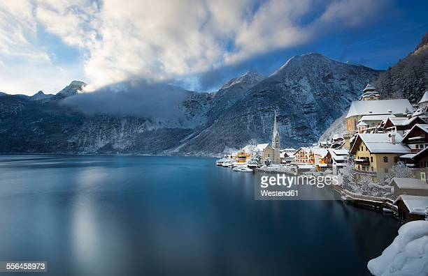 Austria, Salzkammergut, view over Hallstaetter See in winter