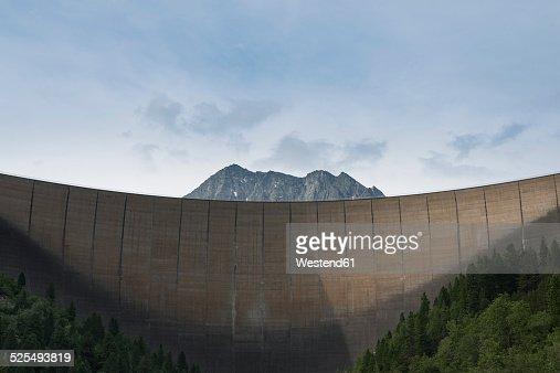Austria, Tirol, Zillertal, Schlegeis dam wall and Mount Kleiner Hochstaller
