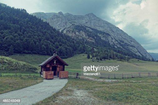 Austria, Tyrol, Karwendel Mountains, Risstal, Grosser Ahornboden, Eng-Alm, mountain cabin
