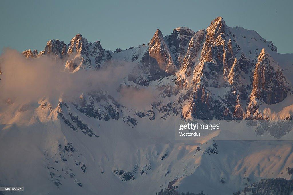 Austria, Tyrol, Kitzbuhel, View of Wilder Kaiser at dawn