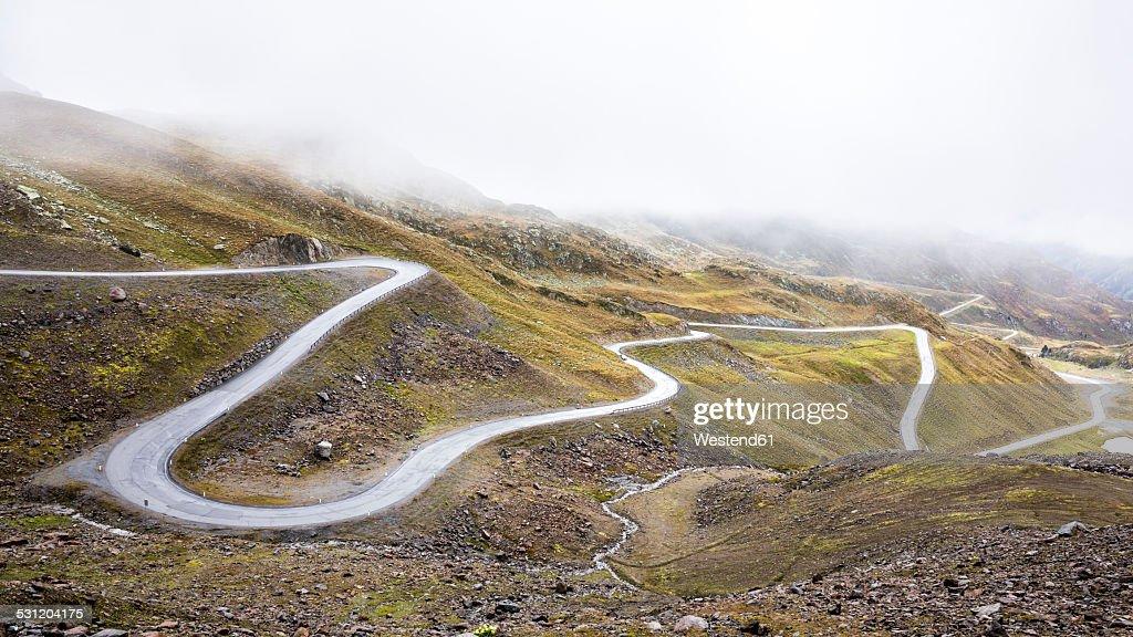 Austria, Tyrol, Oetztal Alps, Mountain road Kaunertaler Gletscherstrasse