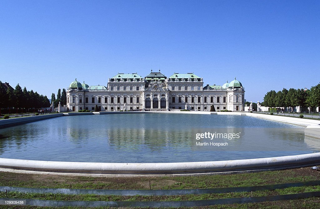 Austria, Vienna, Belvedere Castle, view of Upper Belvedere palace with water basin in foreground
