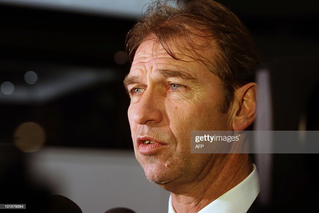 Austrialian soccer coach Prim Verbeek speaks to the media after arriving in the country at the Davinci Hotel in Sandton Johannesburg on May 26,2010 They are the first team to arrive in South Africa for the FIFA World Cup 2010 in South Africa. AFP PHOTO / STR South Africa OUT