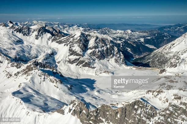 飛行機から見た冬のオーストリア ・ アルプス