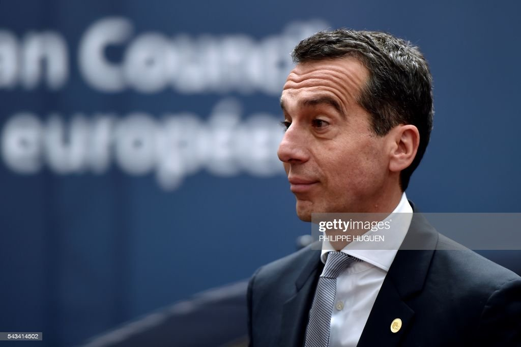 Austrian chancellor Christian Kern arrives before an EU summit meeting on June 28, 2016 at the European Union headquarters in Brussels. / AFP / PHILIPPE