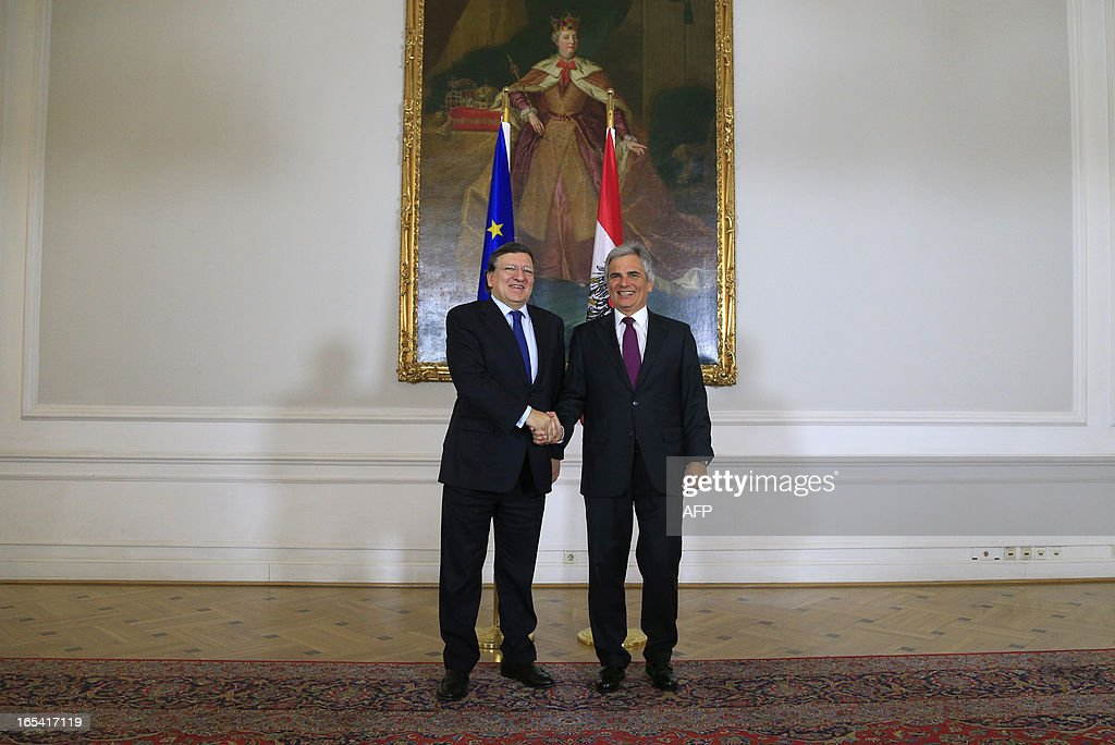 Austrian Chancellor Werner Faymann (R) and European Commission President Jose Manuel Barroso shake hands during a meeting in Vienna on April 4, 2013. AFP PHOTO / ALEXANDER KLEIN