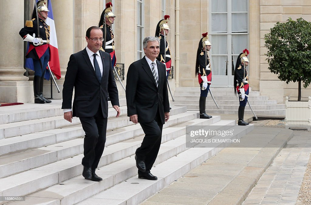 Austrian chancellor Werner Faymann (R) and French president Francois Hollande leave the Elysee Palace after a meeting, on October 9, 2012 in Paris. AFP PHOTO / JACQUES DEMARTHON