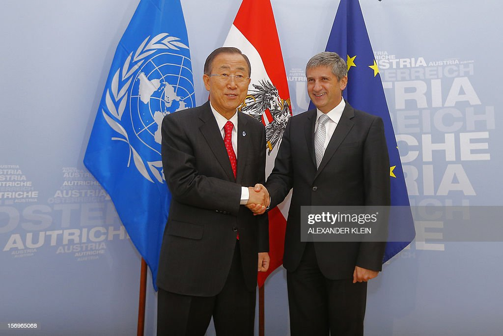 Austrian Foreign Minister Michael Spindelegger (R) welcomes United Nation Secretary General Ban Ki-moon as part of his visit to Vienna on November 26, 2012.