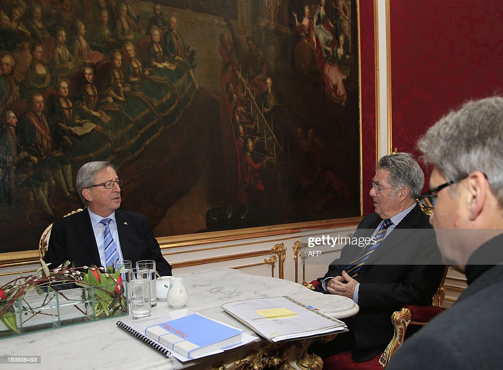Austrian President Heinz Fischer (C) speaks with Luxembourg's Prime Minister Jean Claude Juncker (L) during a meeting in Vienna on March 18, 2013. Juncker warned that a controversial EU bailout deal for Cyprus could lead to a 'loss of confidence'. AFP PHOTO / ALEXANDER KLEIN
