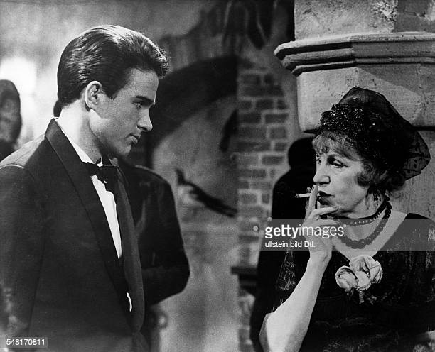 Austrian singer and actress Lotte Lenya and actor Warren Beatty starring in the movie 'The Roman Spring of Mrs Stone' directy by José Quintero 1961