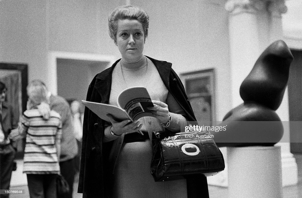 Austrian soprano and mezzo soprano Helga Dernesch visits the Tate Gallery in London, 8th September 1970.