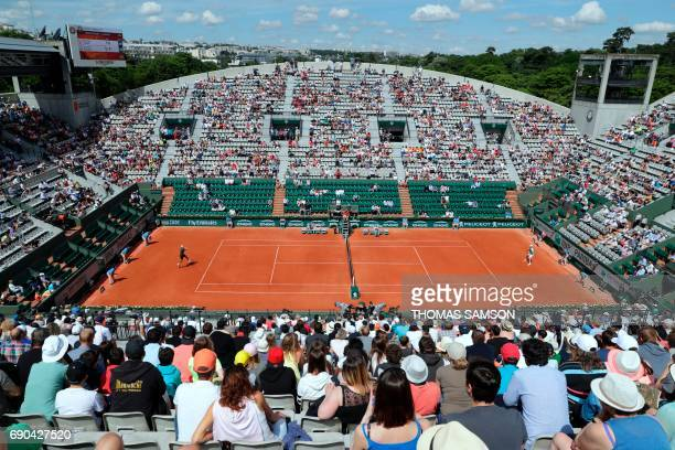 TOPSHOT Austria's Dominic Thiem and Italy's Simone Bolelli play during their tennis match at the Roland Garros 2017 French Open on May 31 2017 in...