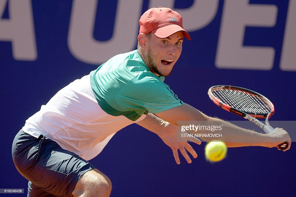 Austria's Dominic Thiem eyes the ball during his final tennis match against Spain's Nicolas Almagro at the ATP Argentina Open in Buenos Aires, Argentina, on February 14, 2016. AFP PHOTO/EITAN ABRAMOVICH. / AFP / EITAN ABRAMOVICH