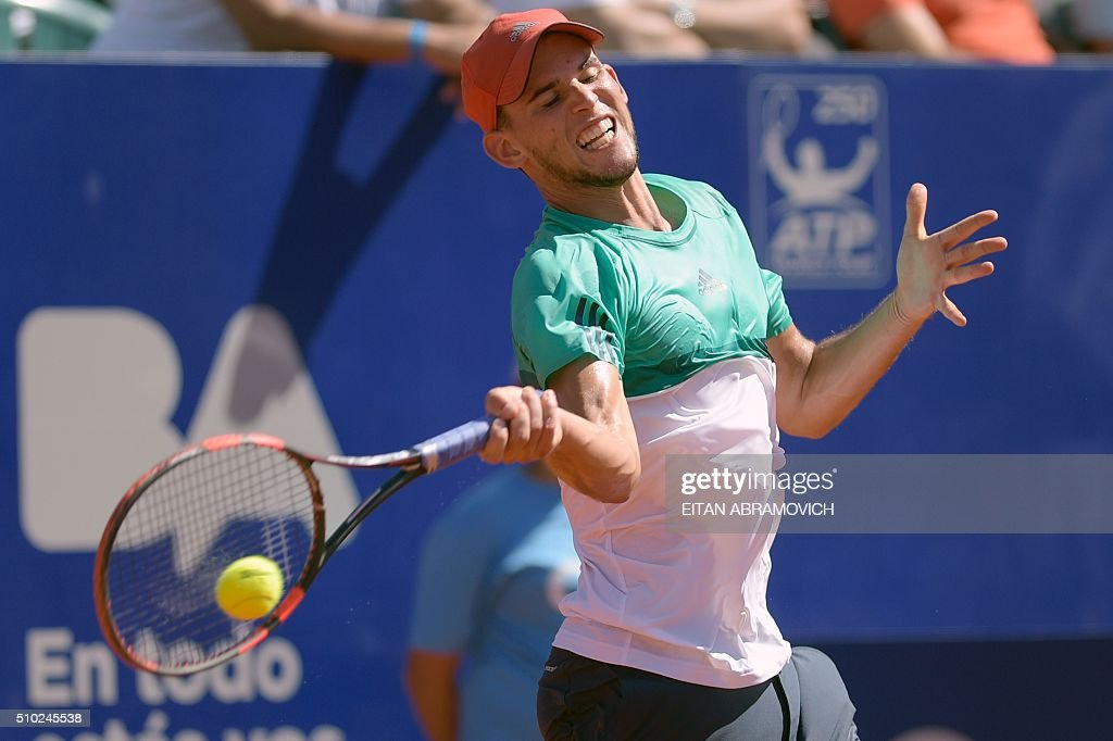 Austria's Dominic Thiem returns the ball against Spain's Nicolas Almagro during their final tennis match at the ATP Argentina Open in Buenos Aires, Argentina, on February 14, 2016. AFP PHOTO/EITAN ABRAMOVICH. / AFP / EITAN ABRAMOVICH