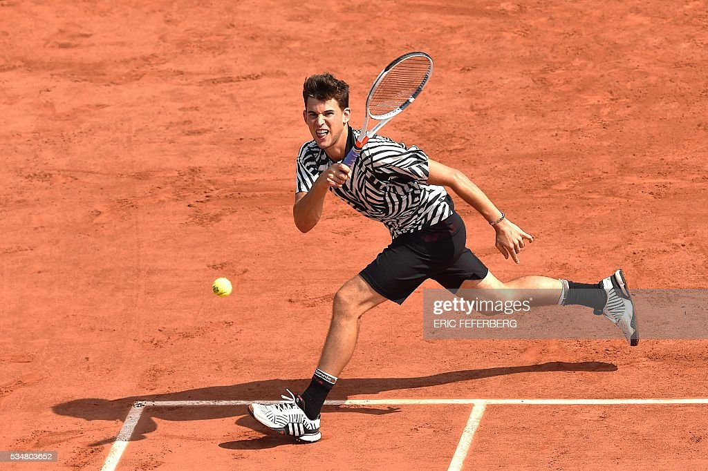 Austria's Dominic Thiem returns the ball to Germany's Alexander Zverev during their men's third round match at the Roland Garros 2016 French Tennis Open in Paris on May 28, 2016. / AFP / Eric FEFERBERG