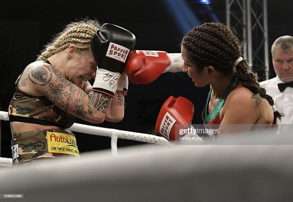 Austria's Eva Voraberger (L) fights against Mexico's Esmeralda Moreno during the WIBO Super Flyweight World Championship boxing fight in Vienna on April 30, 2016. / AFP / APA / HANS PUNZ / Austria OUT