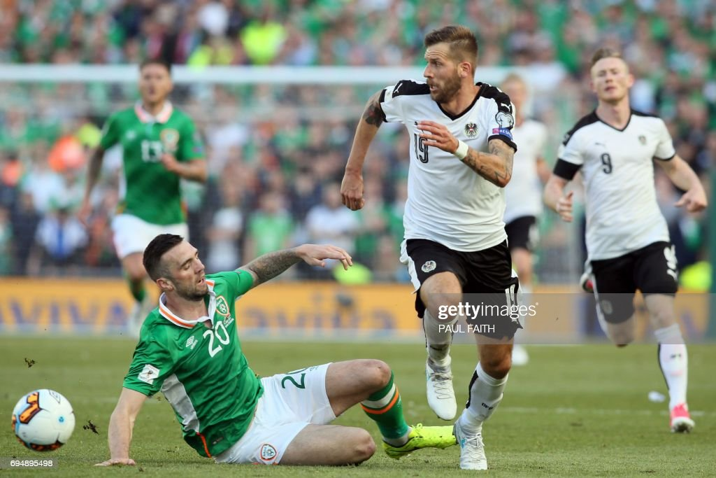 Austria's striker Guido Burgstaller (2nd R) vies with Republic of Ireland's defender Shane Duffy during the group D World Cup qualifying football match between Republic of Ireland and Austria at Aviva stadium in Dublin on June 11, 2017. The game finished 1-1. / AFP PHOTO / Paul FAITH