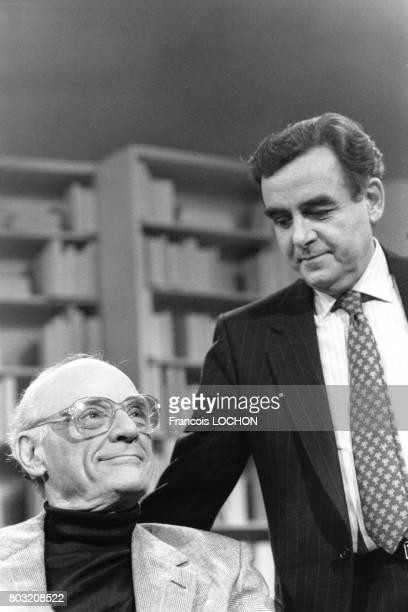 L'auteur dramatique américain Arthur Miller invité de Bernard Pivot sur l'émission 'Apostrophes' le 15 avril 1988 à Paris France