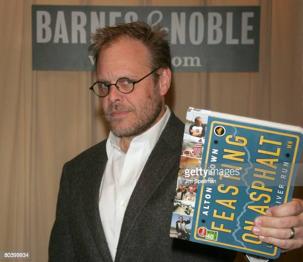 Author Alton Brown signs copies of 'Feasting on Asphalt' at Barnes Noble fifth Avenue on March 27 2008 in New York City