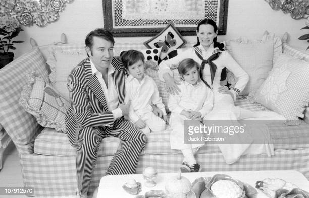 Author and actor Wyatt Emory Cooper Carter Vanderbilt Cooper heiress and socialite Gloria Vanderbilt and Anderson Cooper pose for a family portrait...