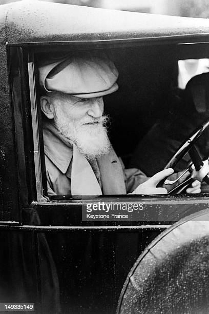 Author George Bernard Shaw driving his car to go in Welwyn to give a conference on August 1930 in United Kingdom
