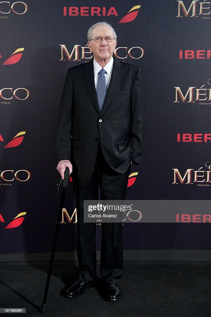Author Noah Gordon attends the 'The Physician' (El Medico) premiere at the Callao Cinema on December 19, 2013 in Madrid, Spain.